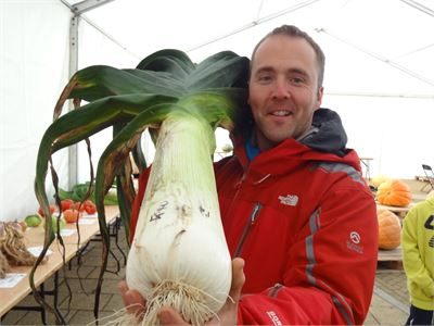 Kevin and his giant leeks